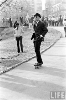 Skateboarding a New York City, 1965