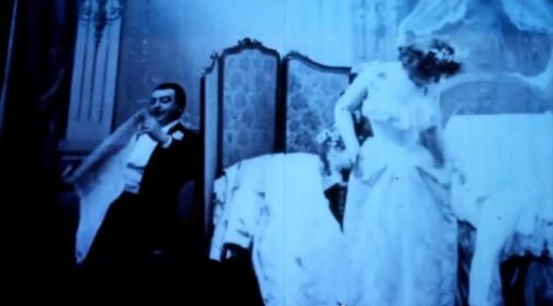 """Il primo film porno è stato girato in Francia nel 1896. E 'stato chiamato """"Le Coucher de la Mariée"""", tradotto """"Bedtime for the Bride"""""""