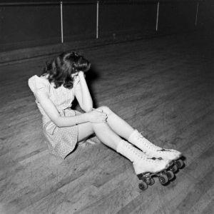 1940 - Ragazza in Rollerblade dopo una brutta nottata