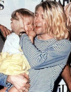 """""""Tenere Frances tra le mie braccia è la migliore droga nel mondo"""" - Kurt Cobain"""