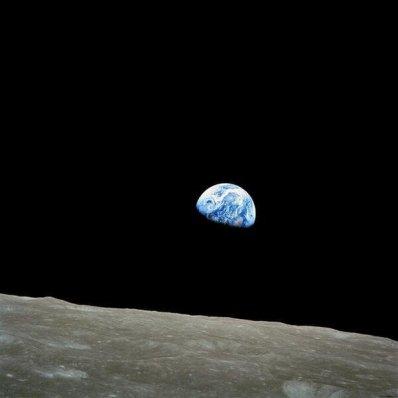 Una foto scattata dall'astronauta William Anders durante la missione Apollo 8 nel 1968