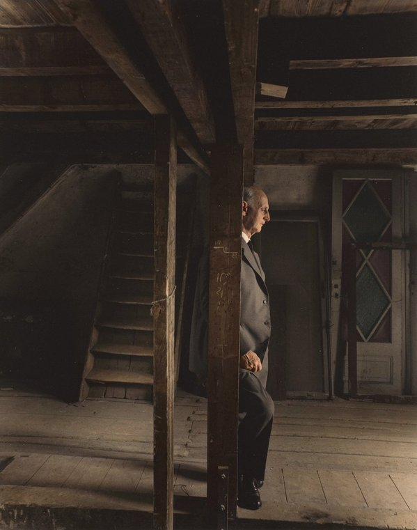 Il padre di Anna Frank Otto visita la mansarda in cui lui e la sua famiglia si nascosero dai tedeschi
