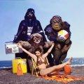 """Carrie Fisher promuove """"Il ritorno dello Jedi """" in una spiaggia per il Rolling Stone Magazine, 1983"""