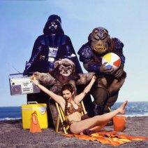 Carrie Fisher promuove ''Il ritorno dello Jedi '' in una spiaggia per il Rolling Stone Magazine, 1983