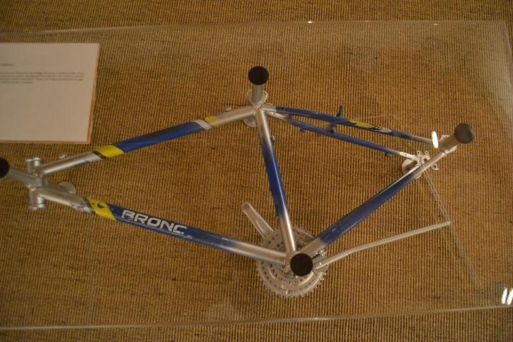 Davide Volponi - Pedala (Tavolo da un avazzo di bicicleta Alig'art 2011)