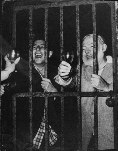 Ernest Hemingway dopo una delle sue feste