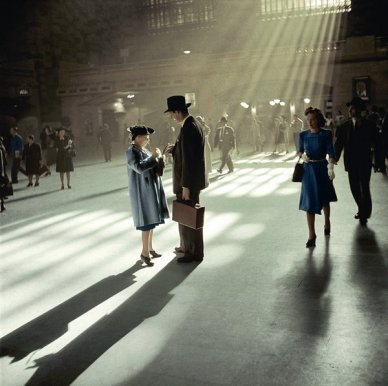 Grand Central, 1941. Fotografia di Berenice Abbott, colorizzata da Avi A. Katz