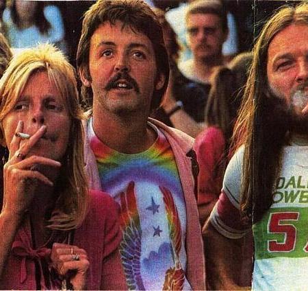 Linda McCartney, Paul McCartney e David Gilmour dei Pink Floyd a un concerto dei Led Zeppelin, negli anni '70