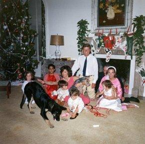 Il Presidente John F. Kennedy festeggia il Natale con la sua famiglia, Palm Beach, Florida, 1962