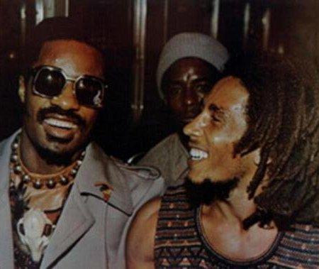 Stevie Wonder e Bob Marley insieme al Wonder Dream Benefit Concert a Kingston, Giamaica. 1975