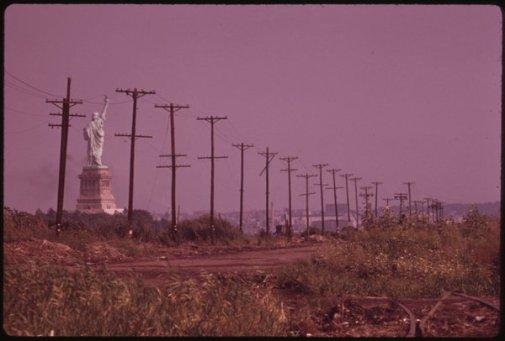 La Statua della Libertà vista da Jersey City nel 1973