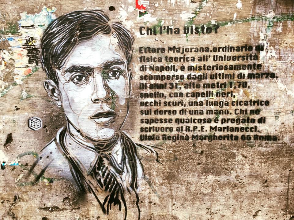 C215 @ Catania - Ritratto di Ettore Majorana Ettore Majorana è un eminente fisico, italiano, nato a Catania e conosciuto per il suo lavoro nel campo della fisica delle particelle e la ricerca sulla fissione nucleare, collega di Heisenberg, misteriosamente scomparso senza lasciare traccia nel 1938.