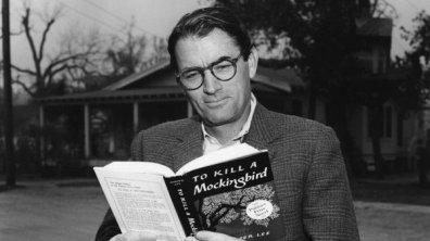 """Gregory Peck legge """"To Kill A Mockingbird"""" (Il buio oltre la siepe)"""