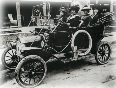 Signora C. J. Walker e amici, anni 1910 circa. E' stata la prima milionaria donna self-made in America
