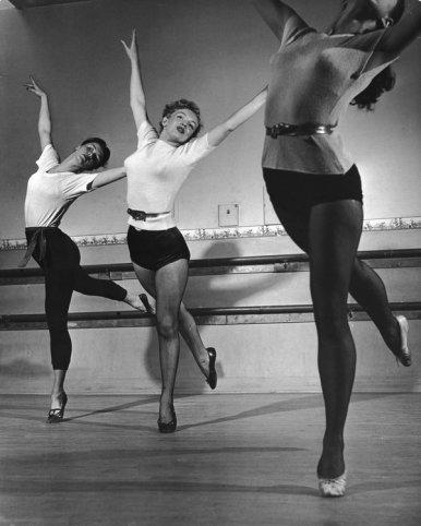 Marilyn Monroe in una classe di danza, 1949