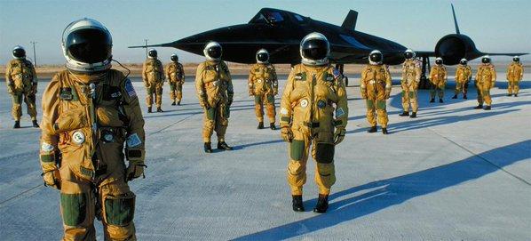 SR-71 - i piloti coi vestiti sotto pressione a Lockheed Martin, Fine anni 80. Foto di Eric Schulzinger