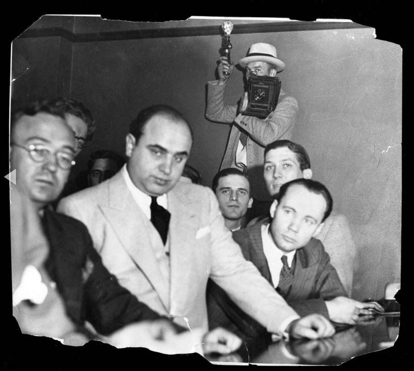 Durante il proibizionismo, Al Capone controllava la malavita di Chicago con decine di omicidi attribuiti a lui e la sua banda, compresa la strage di San Valentino nel 1929. - Chicago Tribune historical photo