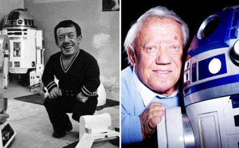Kenny Baker come R2-D2 nel 1977 e nel 2015