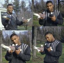 Mike Tyson con alcuni dei suoi piccioni