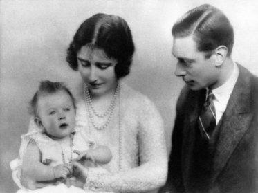 La Regina Elisabetta II era una bambina reale poco sveglia tanto che pochi credevano sarebbe salita al trono