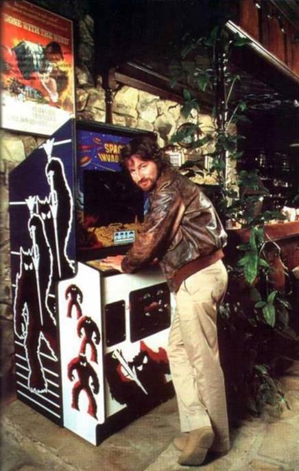 Steven Spielberg gioca a Space Invaders