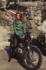 Ann-Margret su una Triumph, dal film 'The Swinger' 1966