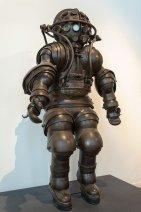 L'Atmospheric Diving Suit costruito dai fratelli Carmagnolle nel 1882. Ora al Musée National de la Marine, Parigi