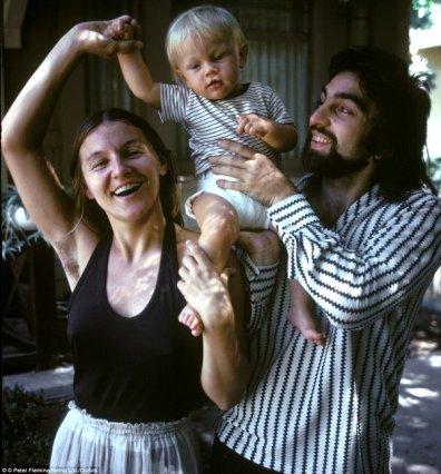 Leonardo DiCaprio da bambino con la sua mamma e il papà, 1976