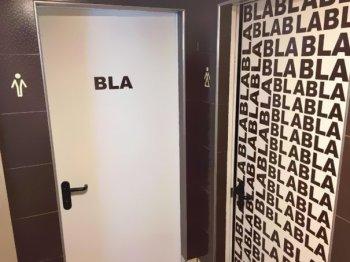 Le insegne dei bagni più singolari