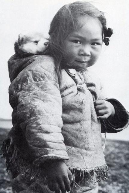 Bambina eschimese e il suo husky, 1950