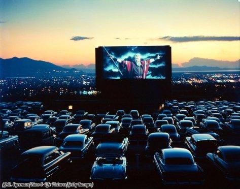 Charlton Heston come Mosè in 'I Dieci Comandamenti', drive-in teatro, Salt Lake City, Utah, 1958