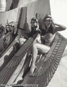 Relax sul set di 'Cleopatra' intorno al 1963