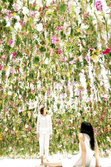Floating Flower Garden by TeamLab