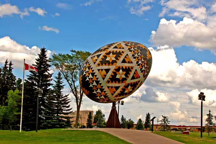L'uovo di Pasqua di Vegreville (Canada) - opera di Paul Maxum Sembaliuk