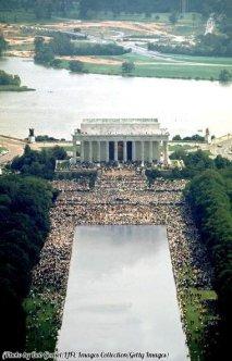 Panoramica del Lincoln Memorial durante il famoso discorso di Martin Luther King Jr. 'I Have A Dream' 1963