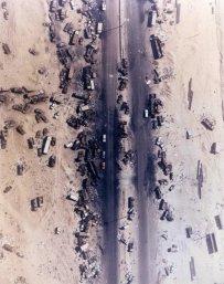 L'autostrada della morte, ufficialmente nota come Highway 80. Questo è il risultato del bombardamento delle forze Usa su quelle irachene, 1991
