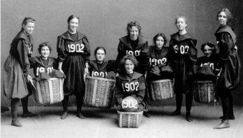 Squadra di basket femminile allo Smith College di Northampton, Massachusetts, 1902
