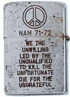 Un accendino Zippo dalla guerra del Vietnam