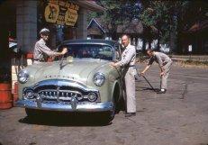 """Ai tempi in cui sono nate le """"stazioni di servizio"""", ca. 1940"""
