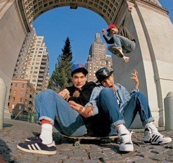 I Beastie Boys in Washington Square Park, 1986. Fotografia di Glen E. Friedman