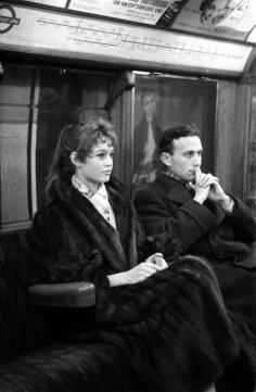 Brigitte Bardot sulla metropolitana di Londra, 1955