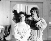 """Carrie Fisher e Mark Hamill sul set di """"The Empire Strikes Back"""""""