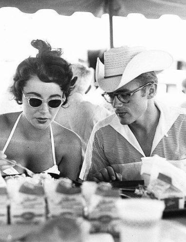 Elizabeth Taylor e James Dean sul set di Giant, 1955