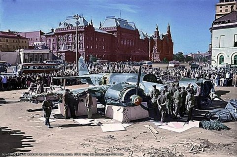 Aereo nazista tedesco sulla Piazza Rossa - Mosca, 1941