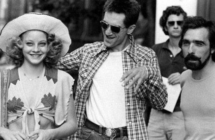 """Jodie Foster, Robert De Niro e Martin Scorsese sul set di """"Taxi Driver"""