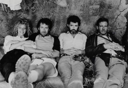 Kate Capshaw, Steven Spielberg, George Lucas e Harrison Ford durante le riprese di Indiana Jones e il tempio maledetto