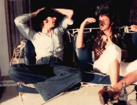 Ultima foto nota di Lennon e McCartney insieme, 1974. Fotografia di May Pang