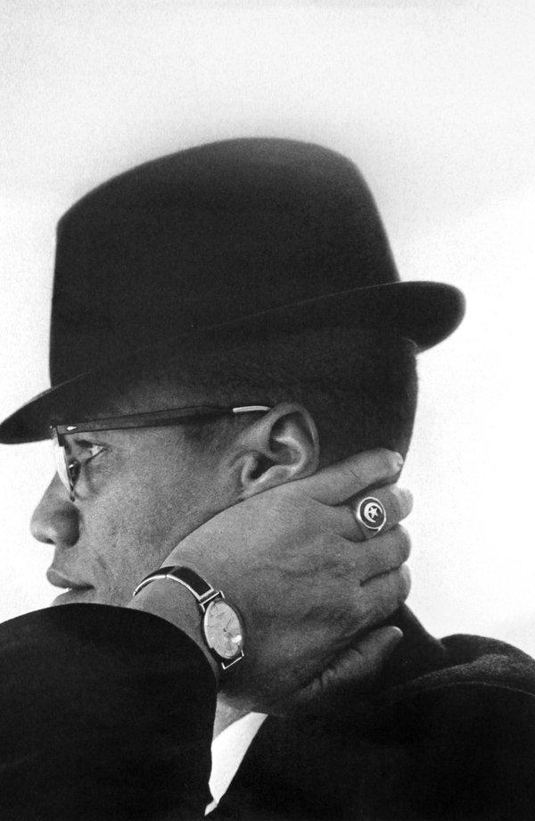 Malcolm X, Chicago, 1961. Fotografia di Eve Arnold