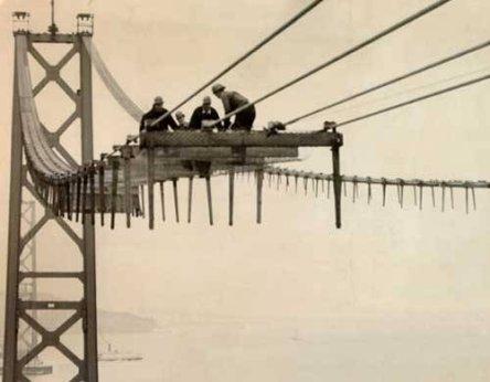 Uomini che costruiscono il Bay Bridge di San Francisco, 1935