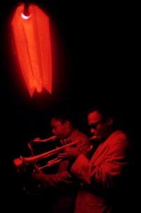 Miles Davis con John Coltrane, Cafe Bohemia, 1958. Fotografia di Marvin Koner